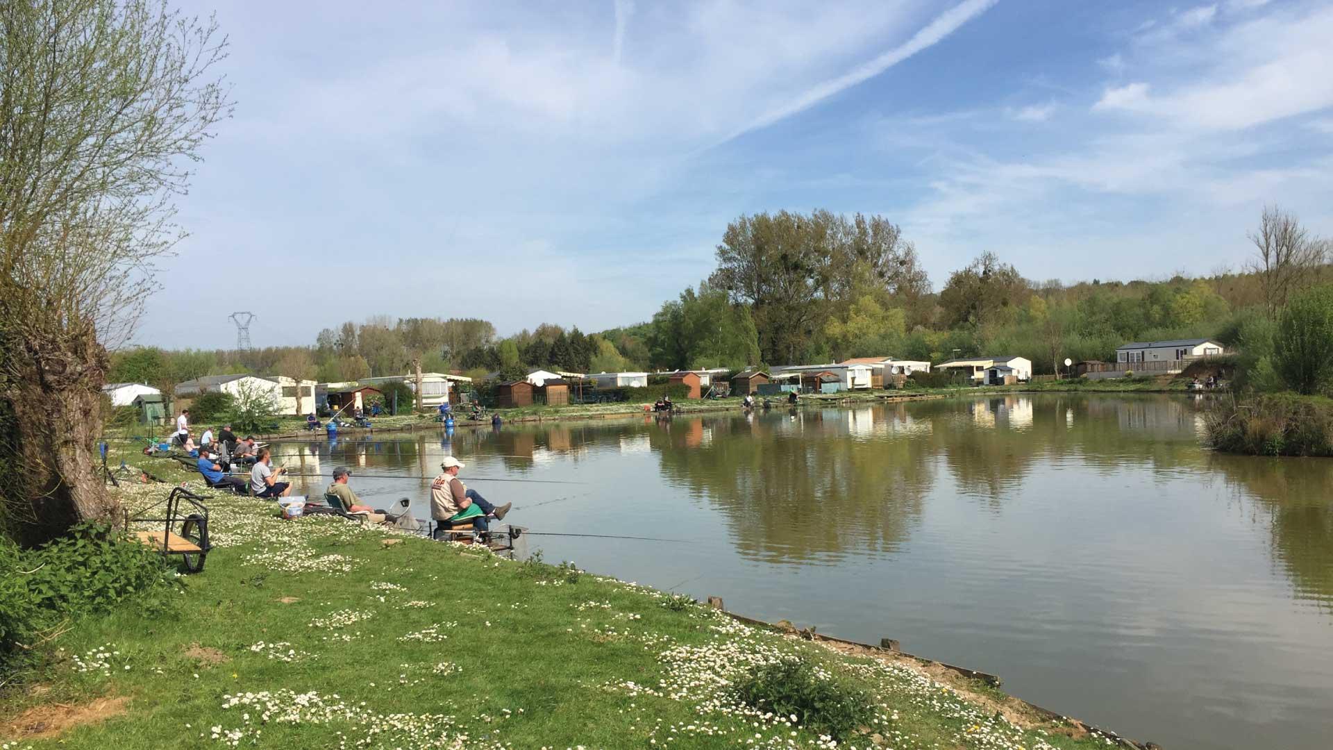 Pêche dans l'étang - Camping du Molinel - Tortefontaine